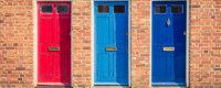 3 farbige Türen