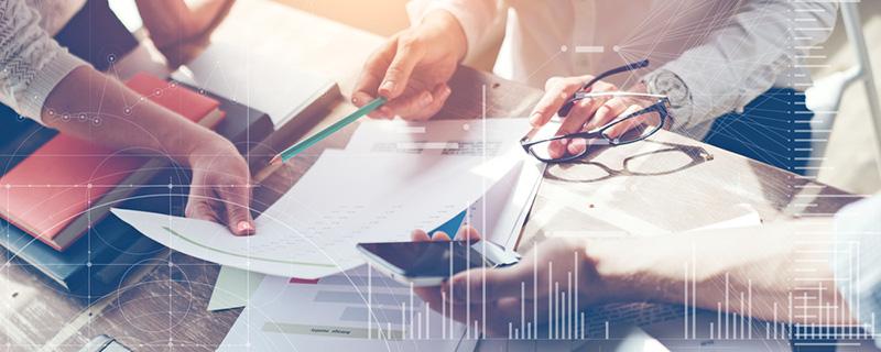 Besprechung am Schreibtisch - Marketing-Technologie