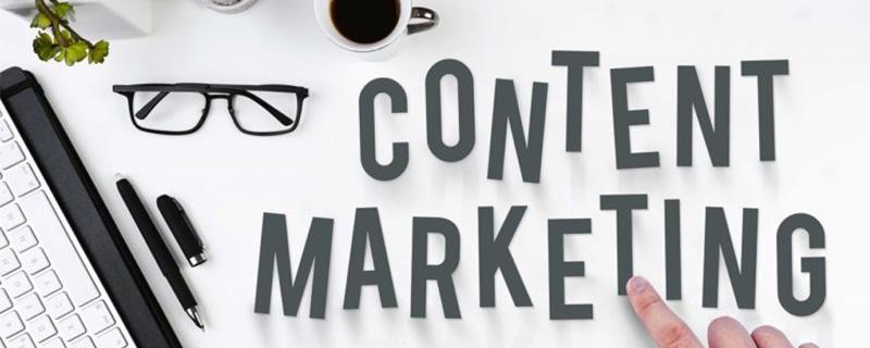 Hand zeigt auf Content Marketing - Content-Marketing: Ein effektives Werkzeug zur Leadgenerierung